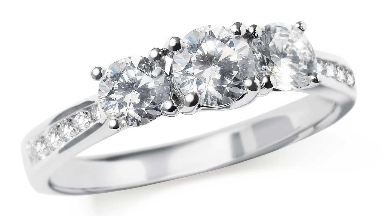 Three_diamond_ring
